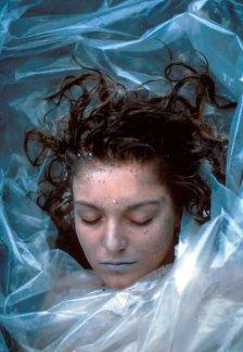 El cadáver de Laura Palmer envuelto en plástico.
