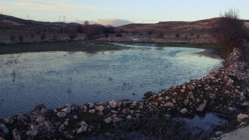 Donde antes había un camino, nos encontramos este pequeño estanque.